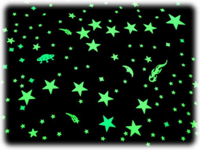С веселыми надписями и добавить светят фосфорные звездочки, Самый простой.